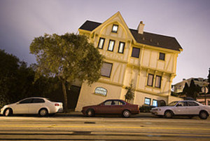 Leaning_house_2